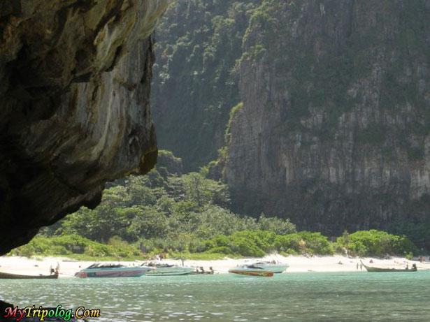 maya bay,thailand vacation spots,thailand,maya beach,yachts,nature