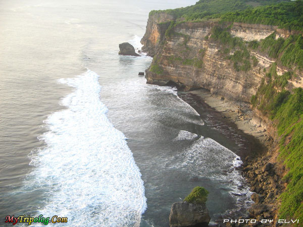 uluwatu bali indonesia,bali,indonesia,cliff,sea,uluwati,photo by Elvi