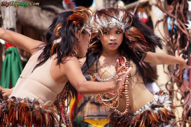 kadaugan sa mactan,cebu festivals,women dancers,philippines