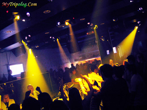 nightlife in manila,dancing people,people in club,bar,philippines