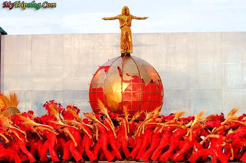 sinulog festival,philippines festivals,colorful dancers,cebu