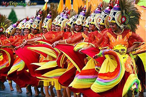 sinulog festival,cebu fiesta,philippines,women dancers
